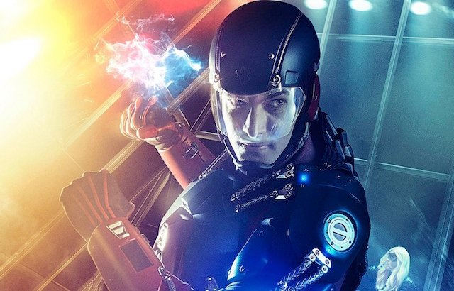 "The CW has officially greenlit an ""Arrow"" and ""The Flash"" spinoff, ""DC's Legends of Tomorrow""!"