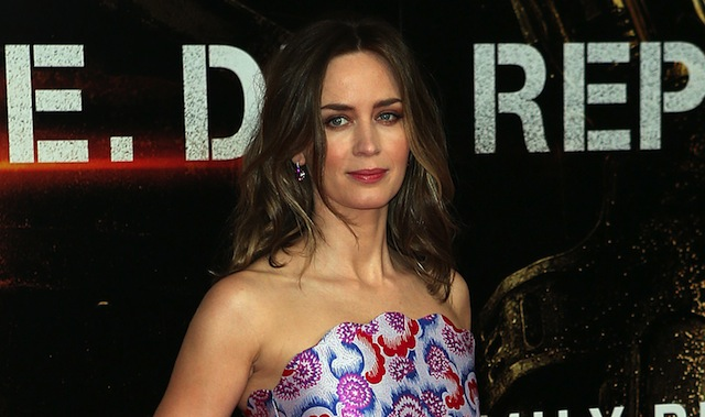 Emily Blunt is eyeing the title role in Tate Taylor's The Girl on the Train.