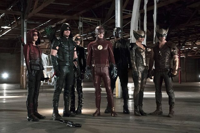 Over 40 Photos from The Flash and Arrow Crossover Episodes!