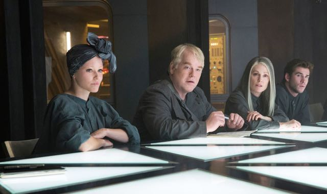 Interview with The Hunger Games: Mockingjay's Julianne Moore, Donald Sutherland and Elizabeth Banks.