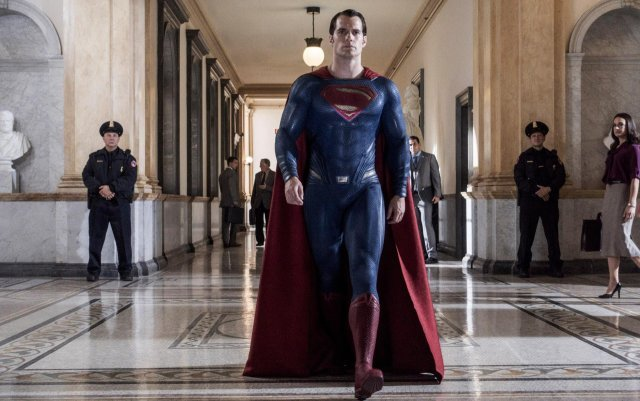 The Man of Steel Arrives in Latest Batman v Superman Photo