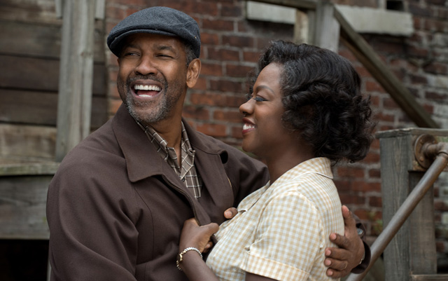 Denzel Washington steps up to the plate in the Fences trailer