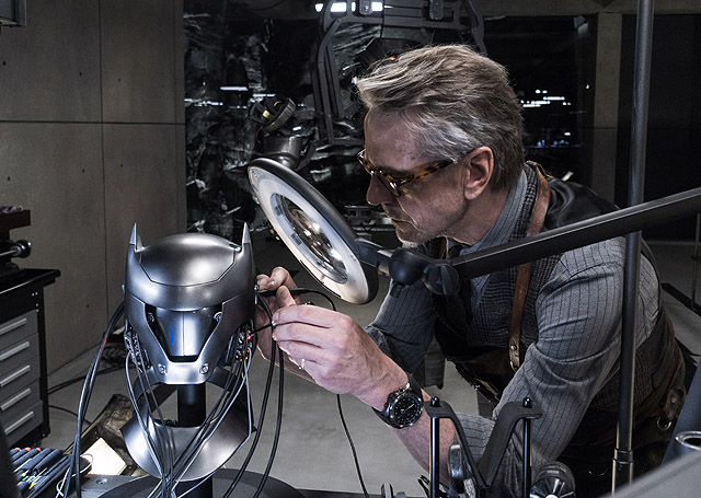 Jeremy Irons Talks Alfred in Justice League & The Batman
