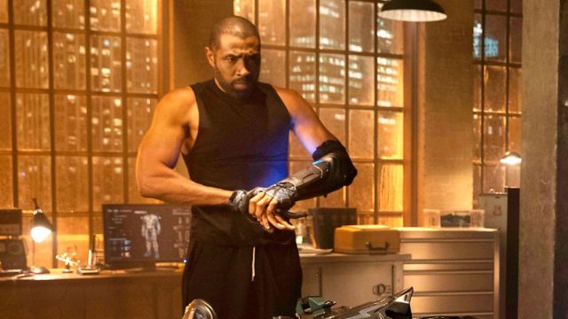 Cress Williams Talks Black Lightning's Powers in CW Series