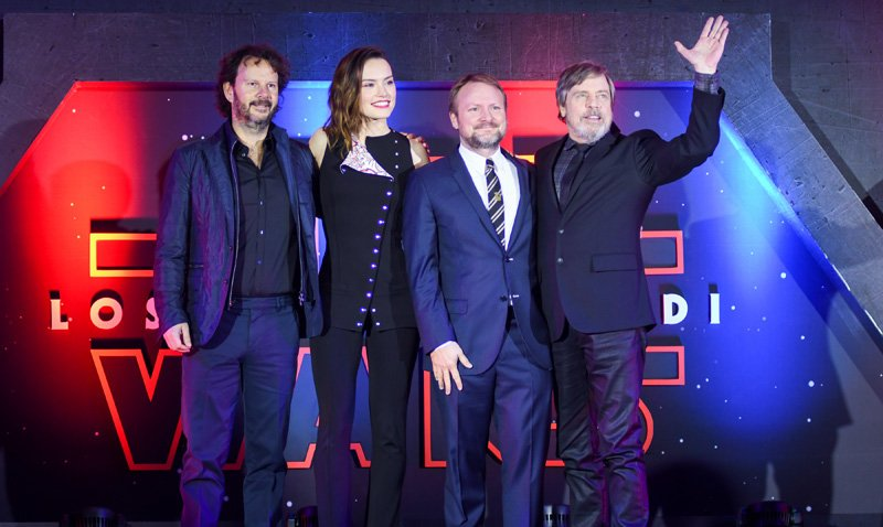 Photos from the Star Wars: The Last Jedi Mexico City Fan Event