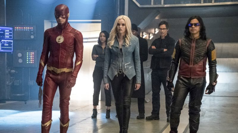 Team Flash Prepares for an Attack in New Photos