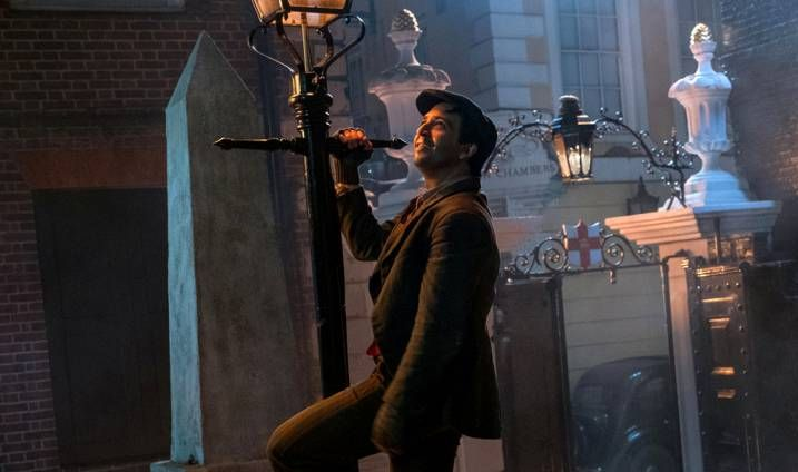 Look Up In The Sky With the New Mary Poppins Returns Photo