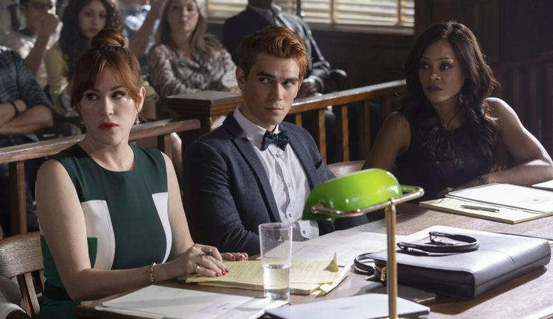 New Riverdale Season 3 Premiere Photos Revealed!