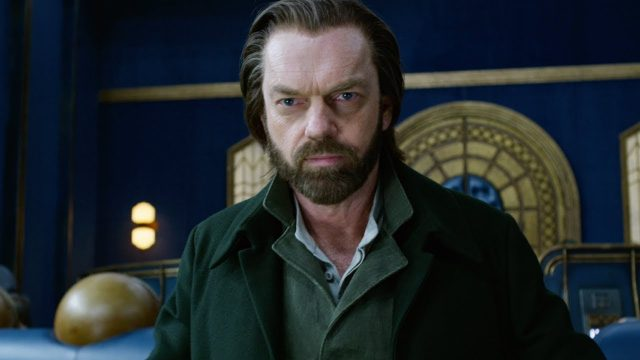 Meet Hugo Weaving's Thaddeus Valentine in Mortal Engines Featurette