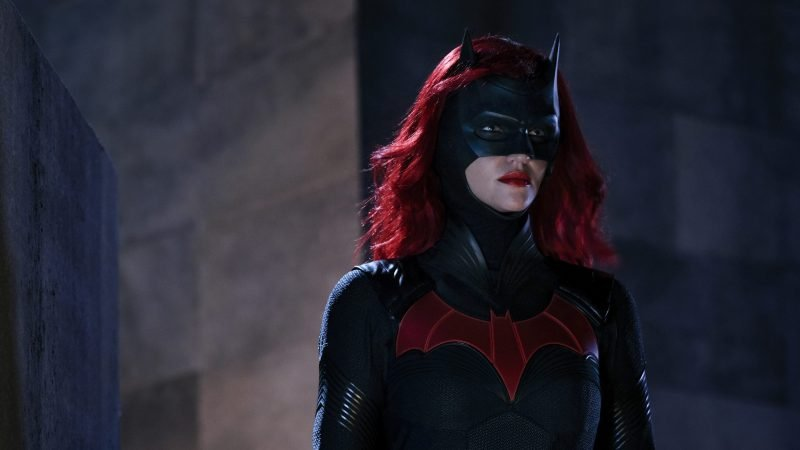 Batwoman Showrunner Addresses Decision to Introduce a New Lead for Season 2