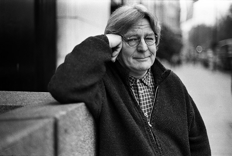 Alan Parker, Acclaimed British Director, Dies at 76