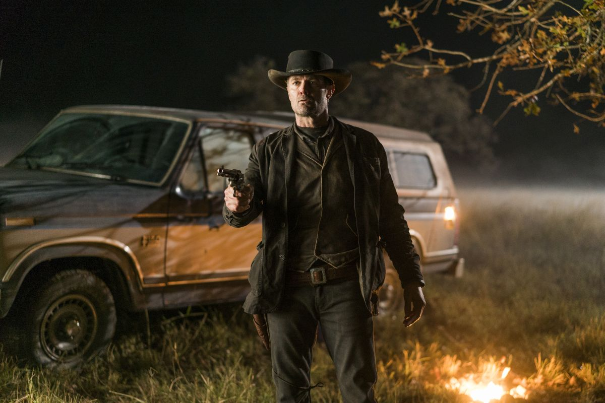 Garret Dillahunt as John - Fear the Walking Dead _ Season 4, Episode 1 - Photo Credit: Richard Foreman, Jr/AMC