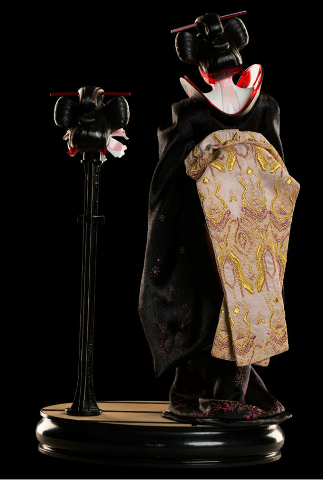 Geisha Back Detail - Ghost In the Shell - WETA Collectibles
