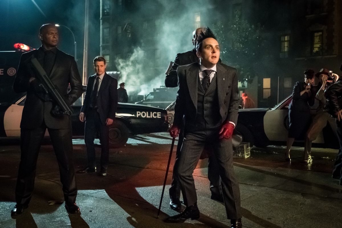 """GOTHAM: Robin Lord Taylor in the """"A Dark Knight: A Day in the Narrows"""" episode of GOTHAM airing Thursday, Nov. 2 (8:00-9:01 PM ET/PT) on FOX. ©2017 Fox Broadcasting Co. Cr: Jeff Neumann/FOX"""