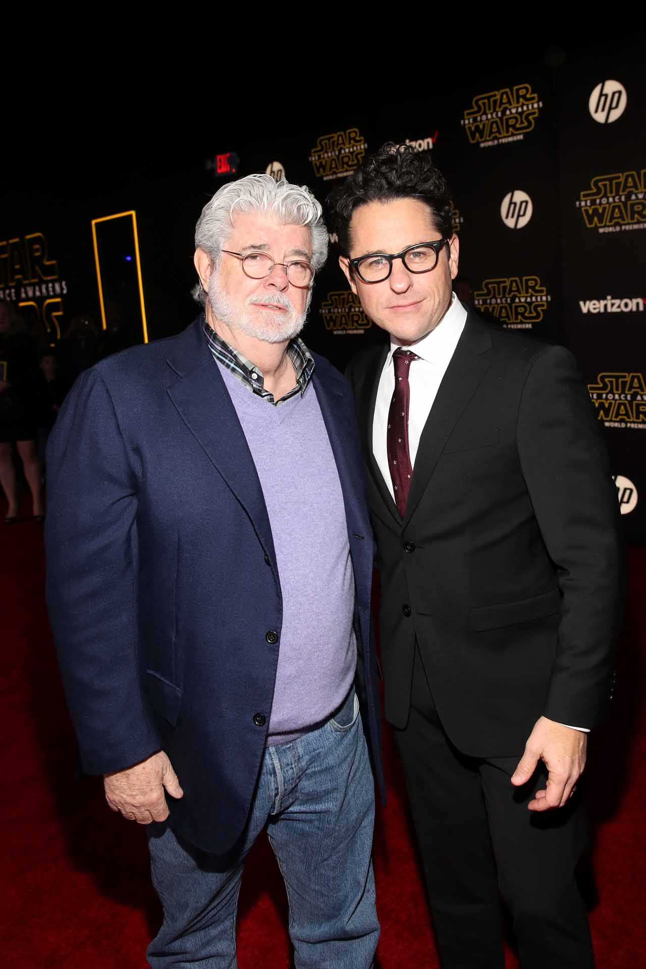 nearly 100 photos from the star wars the force awakens