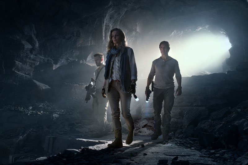 """(L to R) Chris Vail (JAKE JOHNSON), Jenny Halsey (ANNABELLE WALLIS) and Nick Morton (TOM CRUISE) in a spectacular, all-new cinematic version of the legend that has fascinated cultures all over the world since the dawn of civilization: """"The Mummy.""""  From the sweeping sands of the Middle East through hidden labyrinths under modern-day London, """"The Mummy"""" brings a surprising intensity and balance of wonder and thrills in an imaginative new take that ushers in a new world of gods and monsters."""
