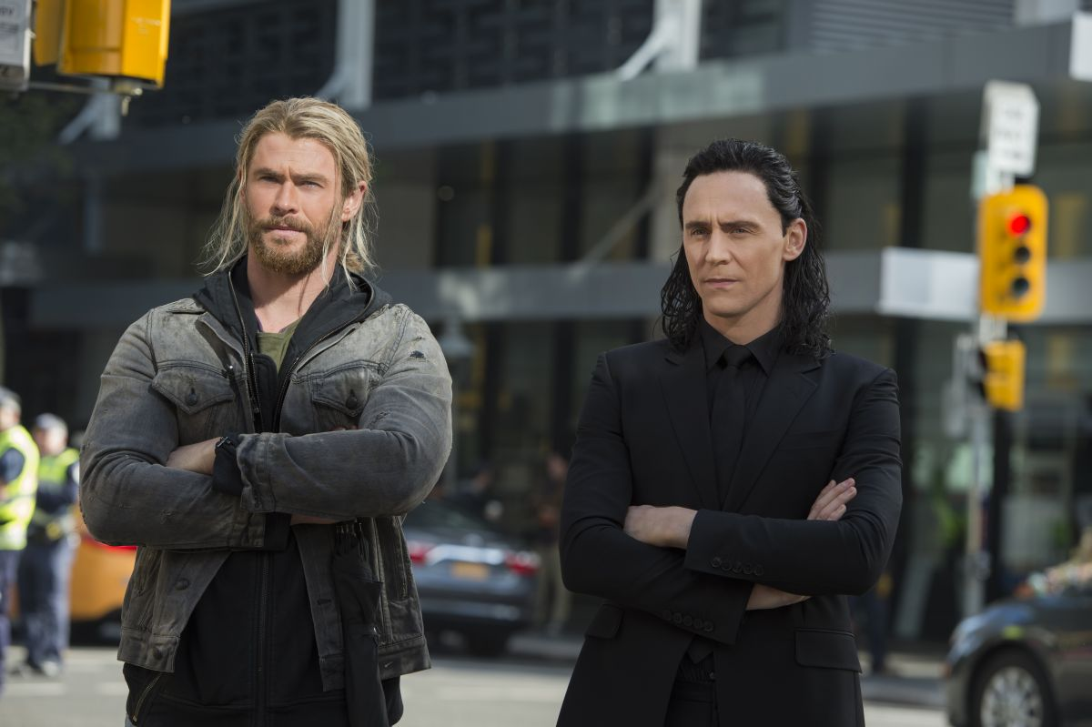 Marvel Studios Thor: RagnarokL to R: Thor (Chris Hemsworth) and Loki (Tom Hiddleston)Photo: Jasin Boland©Marvel Studios 2017